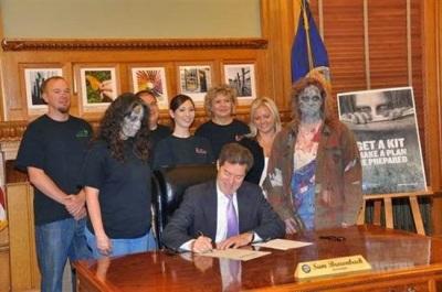 """1aac8 20140925100522 - En Kansas preparan un plan para """"resistir"""" ataque de zombies"""