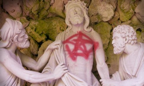 satanismo-contra-la-iglesia